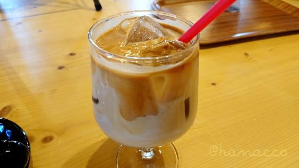 「MEG CAFE 511」(メグカフェゴーイチイチ)のカフェラテ